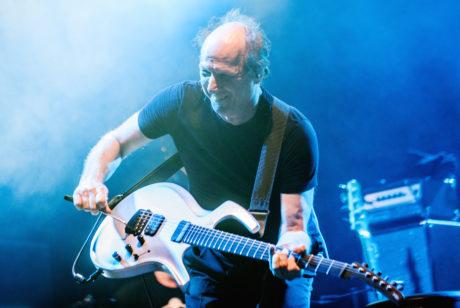 Keikka-arvio: Kukaan ei koskaan ole rakastanut soittamista yhtä paljon kuin King Crimsonin ...