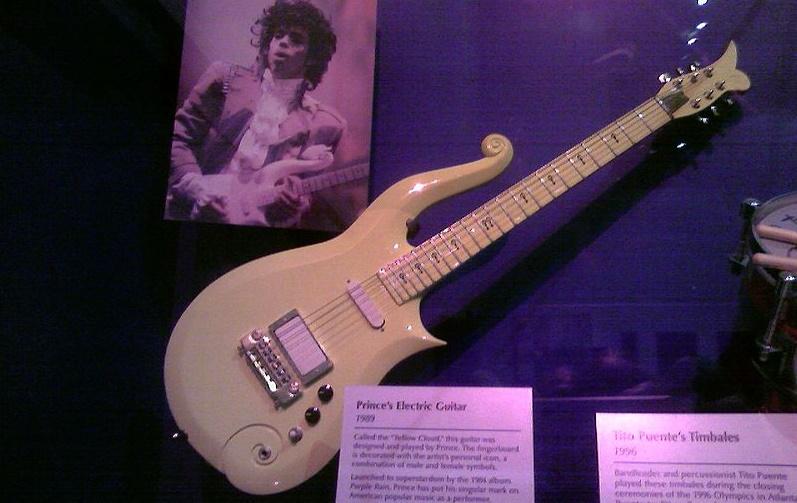 Musiikkikeräilijöiden lompakot kovilla: Princen kitara ja ...